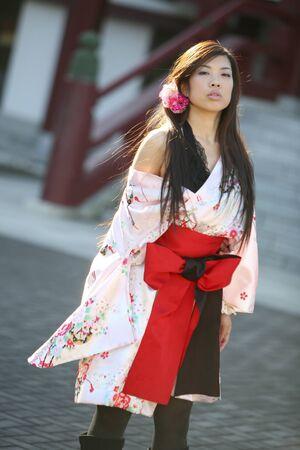 ser humano: Mujeres vestidas con kimono