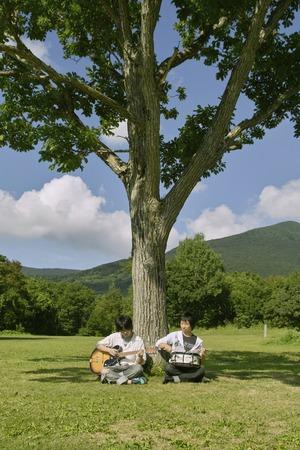 rythm: Teens playing