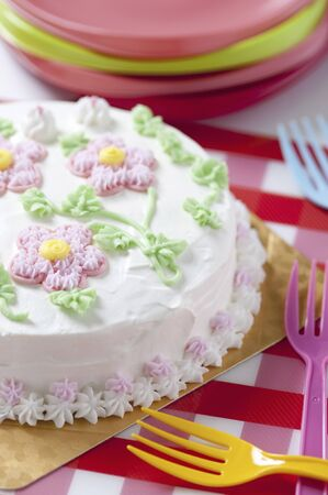 cake decorating: Cake decorating flowers