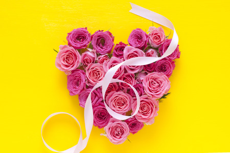 heartshaped: Heart-shaped pink roses