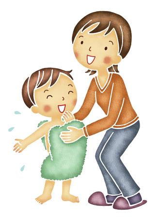 bath towel man: Mom to wipe the son of body Stock Photo