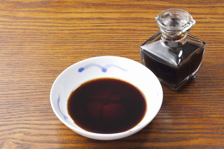 Soy sauce and soy sauce feed
