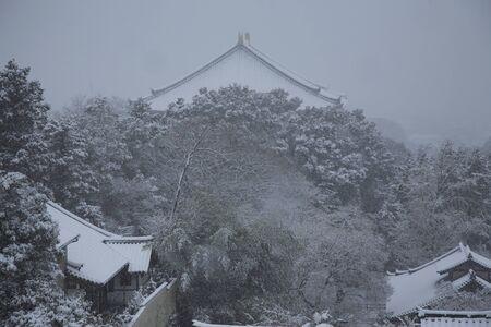 great hall: Snow of Todai-ji Temple Hall of the Great Buddha Stock Photo