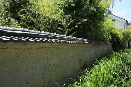 mud wall: Earthen walls