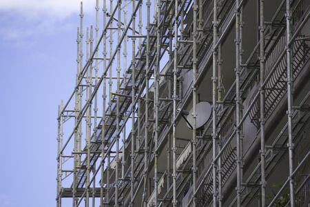 andamios: apartamento andamios de construcción pared exterior