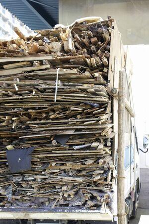 laden: Laden waste industrial waste transport vehicles