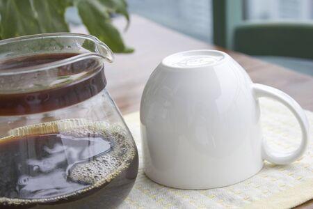 コーヒーポットとコーヒーカップ 写真素材