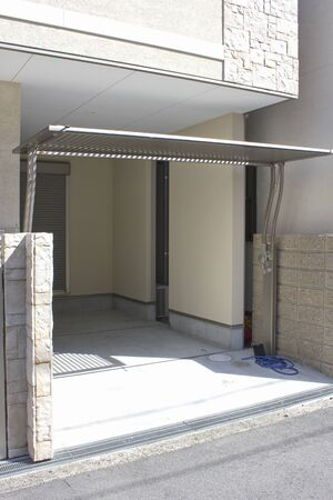 garage on house: Gate of the flip-up of detached house garage