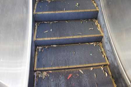 dormant: Escalator dormant outdoor