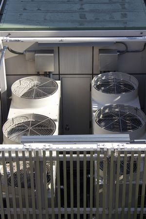 大型エアコン室外機 写真素材 - 47149959