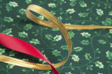 moños navideños: Christmas gold and red ribbon Foto de archivo