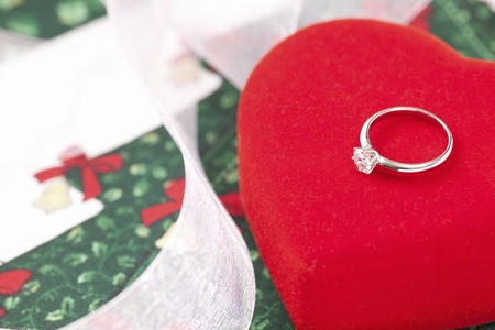 diamond rings: Christmas gift diamond rings and red heart caskets