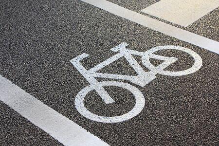 paso de peatones: Al lado del carril bici del paso de peatones Foto de archivo