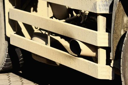 damper: Dump truck of the exhaust gas