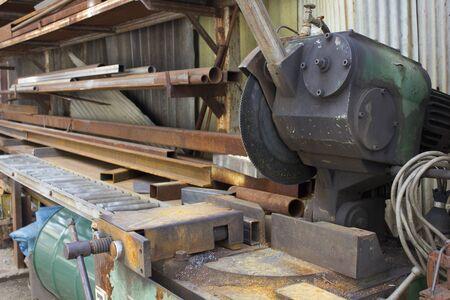 cutter: Cutter for metal cutting