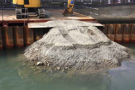 impervious: The steel impermeable sheet pile of river works
