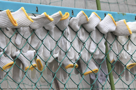 wire mesh: Gloves for work that is dried in wire mesh