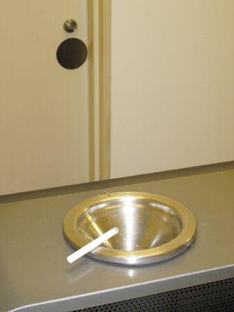 air cleaner: Sala de fumadores del dispositivo de hojaldre Foto de archivo