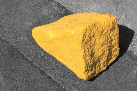 迷惑駐車を拒否するハンディキャップの石 写真素材