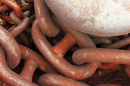 rusty chain: Chain rusty quay