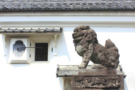 effigy: Guardian dogs