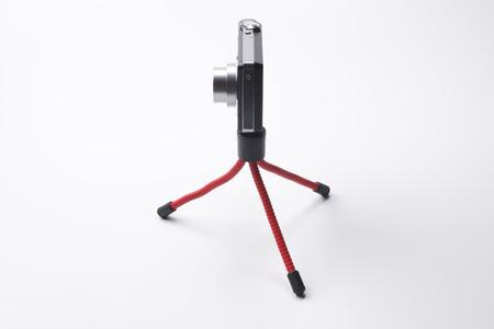 ミニ三脚とコンパクト デジタル カメラ