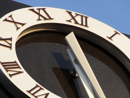 numeros romanos: Street clock Roman numerals