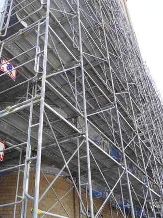 andamios: Andamio en una obra de construcción