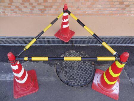 manhole: Manhole joint groove construction
