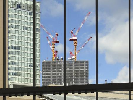 高層ビルの建設用クレーン