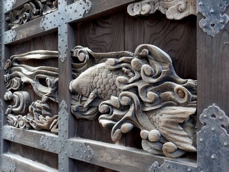 wood carving door: Sculpture of the gate of the Tang Gate of Toyokuni shrine
