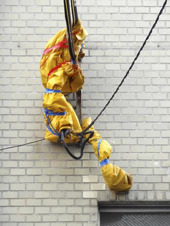 descarga electrica: cubierta de prevenci�n de descargas el�ctricas del cable el�ctrico Foto de archivo