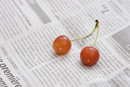 桜と英字新聞