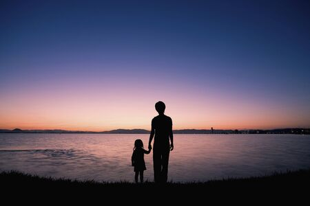 momma: Dawn of the lake and the parent-child silhouette