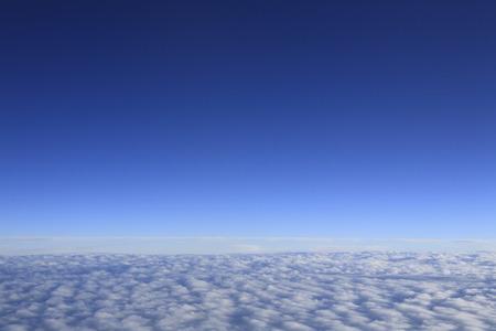 雲と水平線の海