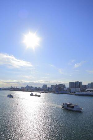 港東京港到着