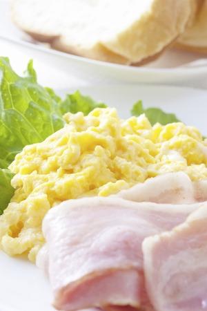 huevos revueltos: Huevos revueltos Foto de archivo