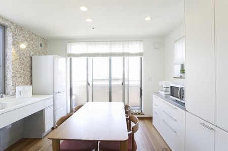 gleaming: Dining kitchen