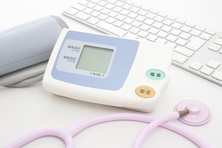 utiles de aseo personal: Con una presión estetoscopio y sangre