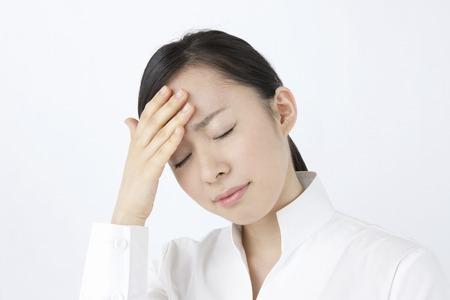 Las mujeres sufren de dolores de cabeza Foto de archivo - 49502637