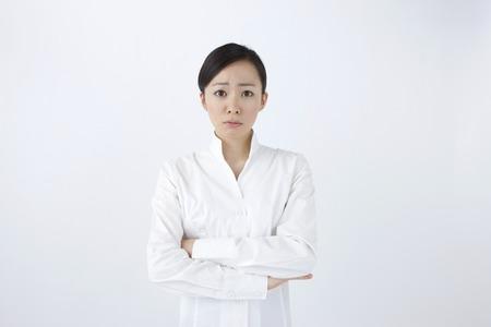 molesto: Las mujeres de las expresiones faciales molestos