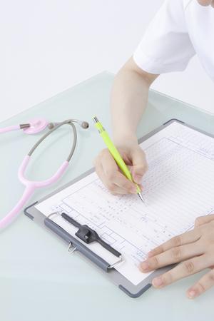 utiles de aseo personal: Las enfermeras escritura expediente médico