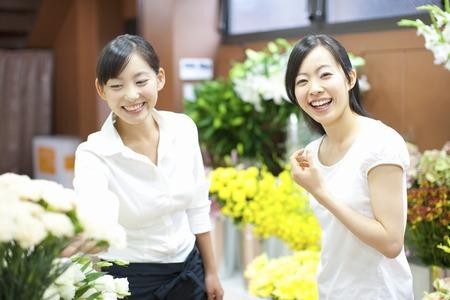 雌花の店員と顧客