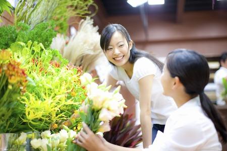oficinista: Mujer floristería empleado y el cliente