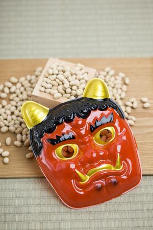 lepra: Setsubun demonio rojo y soja Foto de archivo