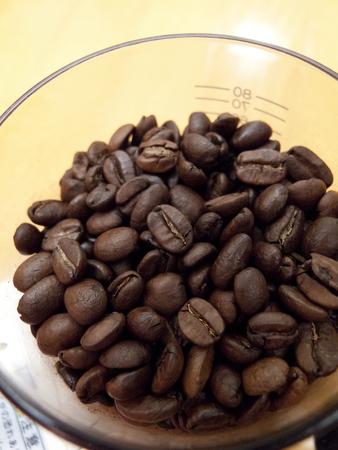 ミルに入ったコーヒー豆