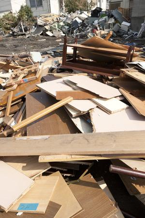 dismantling: Dismantling construction of houses