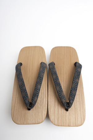 smartness: Cedar wooden clogs.