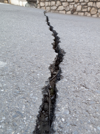 earthquake crack: Crack in the ground