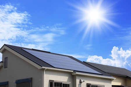 Toit de panneaux solaires Banque d'images - 43523289